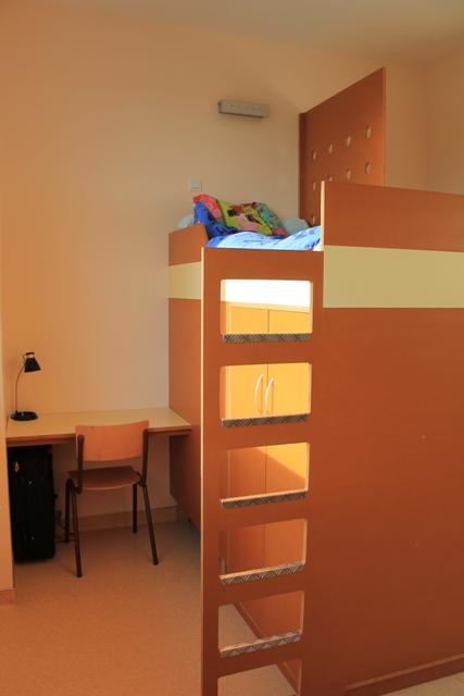 espace privé pour chaque élève internat fille collège-lycée Sainte-Cécile de Montoire